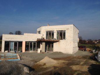 Dům je rozpracovaný dokončení březen 2016